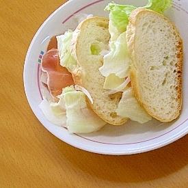 バタールで生ハム&チーズサンド