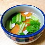 人参と小松菜とベーコンのコンソメスープ