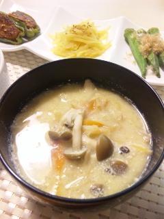有機野菜ときのこの豆乳味噌デトックススープ