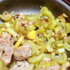 豚肉セロリレモン炒め