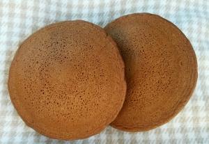 米粉でふんわり♪黒糖パンケーキ