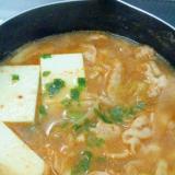 簡単★ピーラー大根と豚肉と豆腐の味噌キムチ鍋