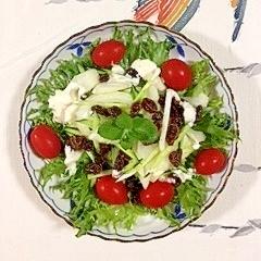セロリときゅうりとレーズンのサラダ