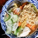 サラダ、豆腐、ラーメン