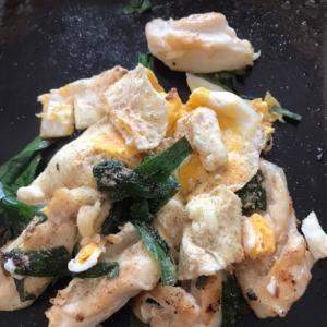 ヤゲン とニラの粉チーズ卵炒め