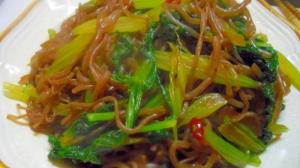 セロリの葉と糸こんにゃくの炒め物