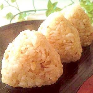 おかかと北海道チーズおにぎり。