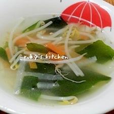 細切り大根とにんじんのわかめスープ