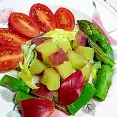 さつま芋をのせた、野菜サラダ