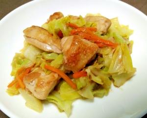 ご飯がすすむ☆鶏肉とキャベツのガリバタ炒め