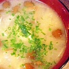 生姜を利かせて♪なめこ&玉葱のお味噌汁