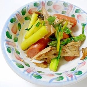 アスパラ・ウインナー・舞茸・かぶの葉の炒め物