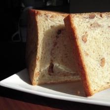 香ばしさ満載☆ミックスナッツと全粒粉の食パン