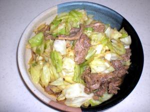 キャベツと牛肉のカレーポン酢炒め