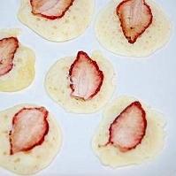 HMと干しイチゴでプチパンケーキ♪
