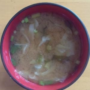 キャベツと大根の葉っぱのお味噌汁