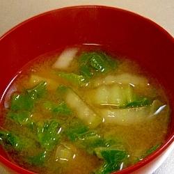 だしをきかせて、白菜の味噌汁