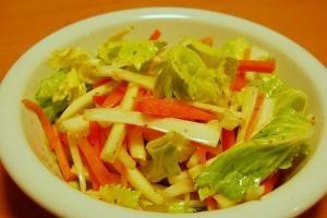 セロリとニンジンのタイ風ピリ辛サラダ