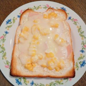 コーンとハムのチーズトースト