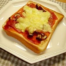 しめじとベーコンのピザトースト