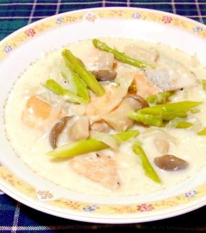 鮭とアスパラとエリンギのクリーム煮