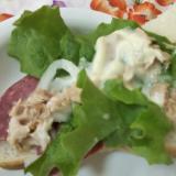ハムとツナと玉ねぎとレタスのサラダトースト☆