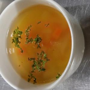 野菜と豆のコンソメスープ