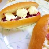 クリームチーズとブルーベリージャムのパン