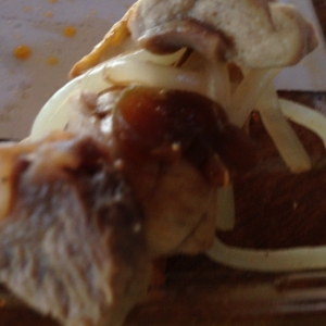 サメ肉ともやしの昆布バター炒め。