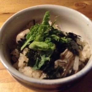 牡蠣と春菊の土鍋炊き込みご飯