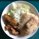 かやく飯鶏唐揚げ野菜サラダのワンプレート