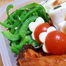 お弁当に♪トマト&チーズで…にんじん?花?いちご?