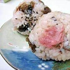 もち米で桜餅風(レンジ)~北海道・甘納豆赤飯~