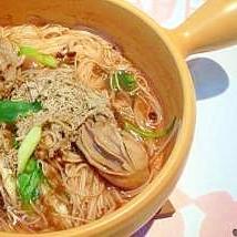 濃厚スープで食べる、牡蠣のそうめん煮込み。