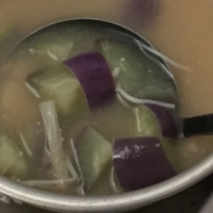 なす、煮干し、えのきの味噌汁