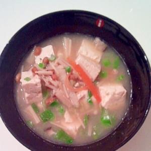 納豆の入った豆腐味噌汁