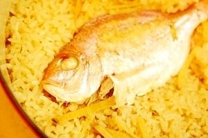 ルクルーゼで炊く料亭ご飯、炙り鯛飯