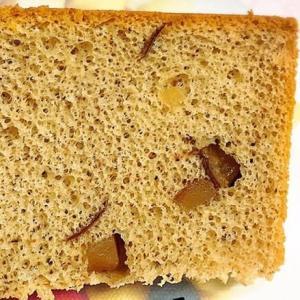 洋梨のコンポートの米粉シフォンケーキ