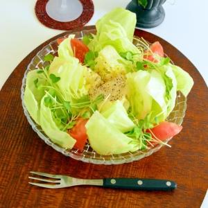 丸ごとレタスの♪カマンベールチーズのウェッジサラダ