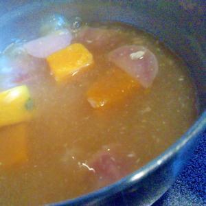 ピンクじゃがいも&かぼちゃの味噌汁