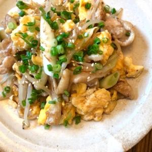 居酒屋風♪鶏皮とネギの卵炒め