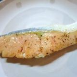 レモン風味の塩鮭のバター&オリーブオイル焼き