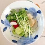 枝豆、胡瓜、ラディッシュ、貝割れ、焼き麩の和え物