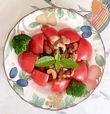 お豆とナッツのトマトサラダ