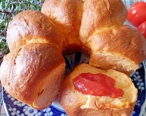 トマトづくしのリングトマトパン