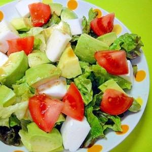アボカドとはんぺんレタスの山葵ドレッシングサラダ