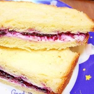 ブルーベリージャムとクリームチーズのはちみつサンド