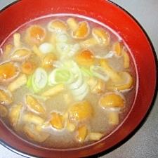 豆腐となめこのお味噌汁