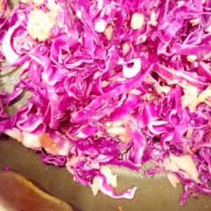 紫キャベツとツナの炒め物