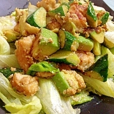 野菜たっぷり!低カロ☆ガーリック鶏アボカド